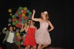 Más chicas bailando