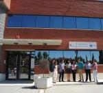 Representantes del PSOE en las puertas del consultorio