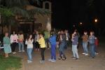 Gente bailando en la discomovida